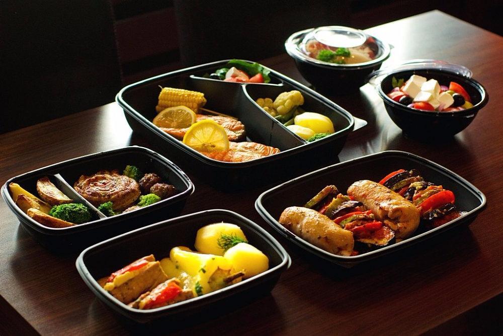 Frisches Essen beim Office - Catering
