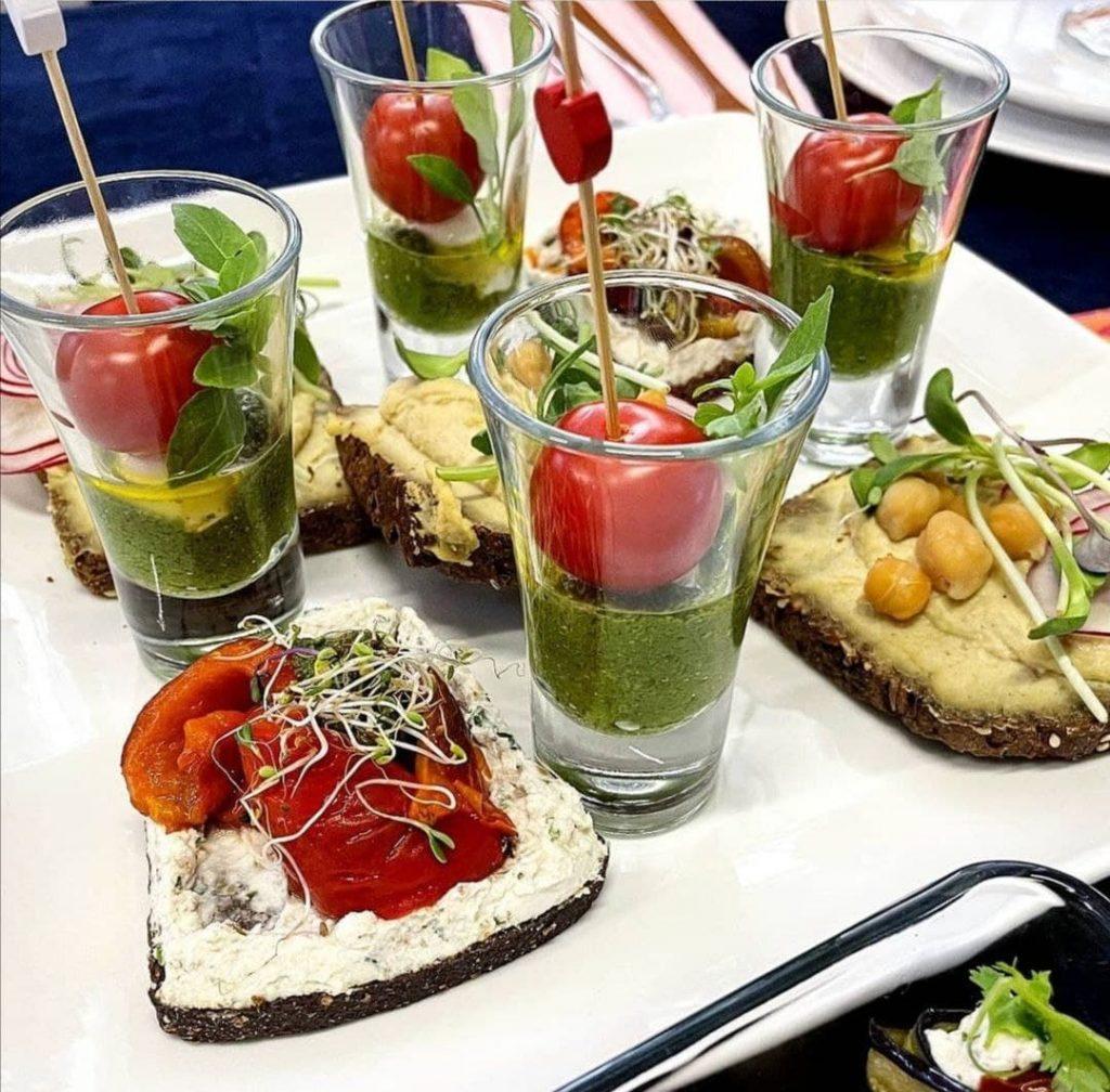 Gemüse- und Obstsalate beim vegetarisches Catering